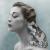 Art, beauté animale : opposition entre grenouille et photo de femme vintage (ici Jean Patchett).